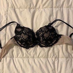Very sexy padded bra, super cute detailing